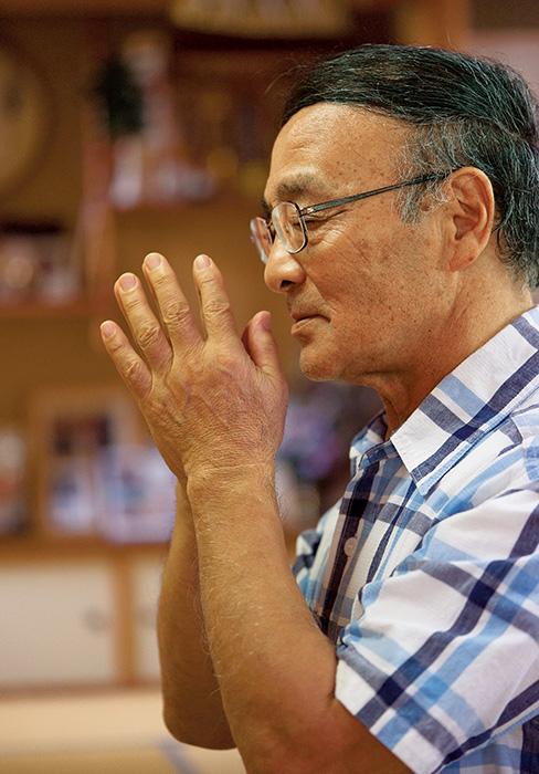 河内千明さん(かわうち・ちあき)71歳 新潟県長岡市 取材/磯部和寛写真/堀隆弘 朝晩の神想観と聖経読誦を欠かさない河内さんは、「回を重ねるごとに、自分自身が成長するとともに喜びも増していきます」と語る。