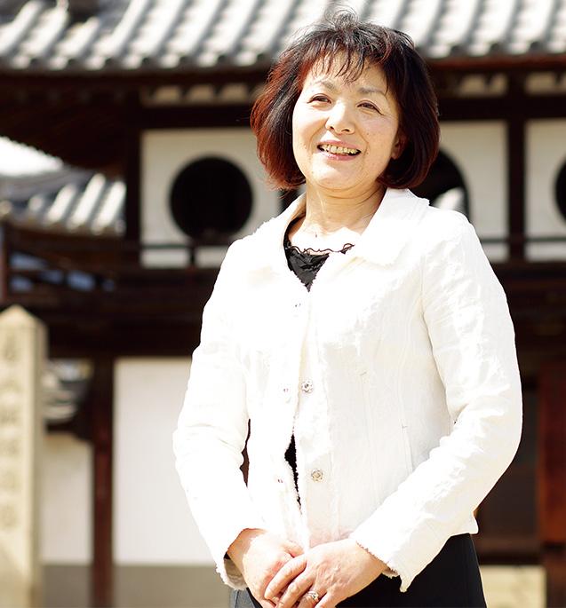 橘高 千加子(きつたか・ちかこ)さん(60歳)広島県府中市 取材/佐柄全一 撮影/近藤陽介 「先祖供養をすると、ご先祖様も、今の私たちの幸せを共に喜んで下さっていると感じます」