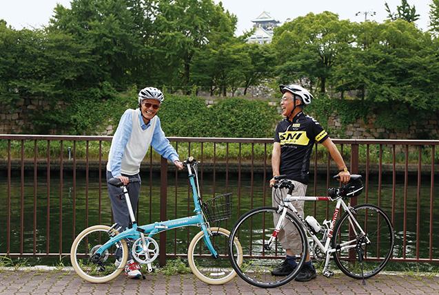 下田幸男(しもだゆきお)さん│自転車チェーン店「株式会社あさひ」創業者、元取締役会長、生長の家栄える会会員 1941年、大阪市生まれ。立命館大学卒業後、大協石油(現在のコスモ石油)入社。その後、家業を継ぐため、2人の弟達と玩具店の経営を始める。業態転換を経て自転車店をチェーン展開。平成4年より「株式会社あさひ」に商号変更し、平成19年に東証一部上場。同社元取締役会長。生長の家の教えには、平成22年に触れ、栄える会会員。趣味はサイクリング、マラソン、ラグビー観戦。平成28年8月4日逝去。 樋上雅一(ひのうえまさかず)さん│生長の家栄える会会長、SNI自転車部部員 1954年、大阪市生まれ。広島大学を卒業後、大手建設会社勤務を経て、家業である「株式会社オリオン建設」に入社。平成11年、同社の社長となり、現在に至る。生長の家の教えは、祖母、両親から伝えられ、生長の家大阪教区栄える会会頭などを経て、平成28年3月から生長の家栄える会会長。妻の和子さんも、白鳩会大阪教区連合会長を務める。「SNI(生長の家)自転車部」に所属、自転車で走ることを趣味にしている。 写真/中橋博文 〈お知らせ〉下田幸男さんと樋上雅一さんの対談は6月15日に行われましたが、下田幸男さんは去る8月4日に逝去されました。謹んでご冥福をお祈り申し上げますとともに、奥様である下田忍(しのぶ)さんのご了解の下、この対談を掲載させていただくものです。『いのちの環』編集室