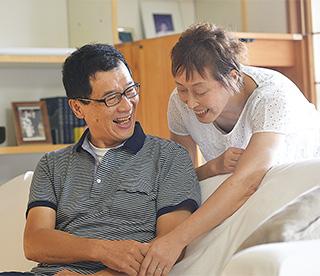 昨年(2015)春に聡さんと再婚。「結婚は人生を豊かにしてくれるもの。何歳になっても次の幸せへの夢を描いてほしいです」