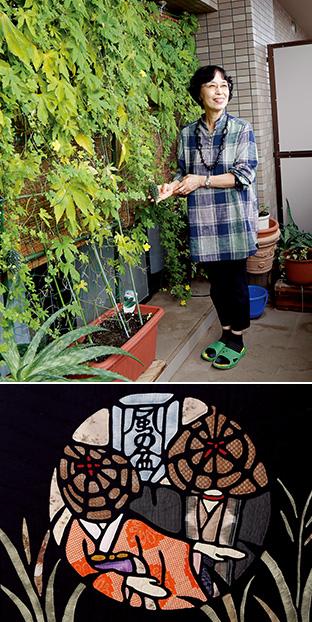 上:自宅マンションの窓にはゴーヤのグリーンカーテン/下:額装した「おわら風の盆」。「この祭りは富山県人の祈りの心を現しています」