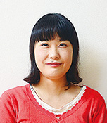 山本 愛 福岡県出身。平成26年8月に29歳で結婚。山梨県在住。平成27年12月に長女が生まれたことで写真に目覚める。夫のカメラで娘の成長と、娘にメロメロの夫の姿を記録することが日々の楽しみ。生長の家青年会員。光明実践委員。