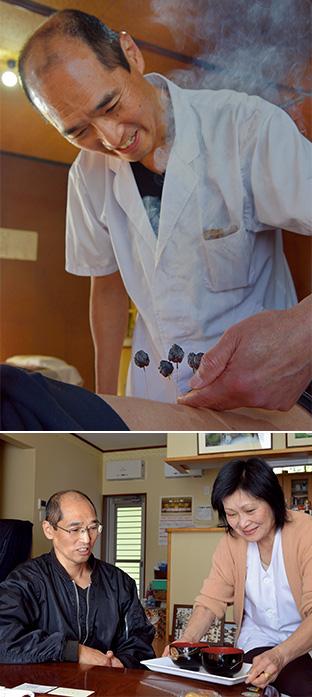 上:ツボに打った鍼の上にもぐさを乗せる「灸頭鍼(きゅうとうしん)」という治療を行っている/左:結婚して36年経った今も仲睦まじい中村さん夫妻