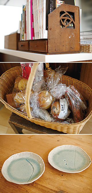 上:古道具を扱う店で手に入れた、引き出し付きの本箱/中:生協で購入した野菜。産地直売所のものや、いただき物が入ることも/下:陶芸教室で娘さんと一緒に作った皿は、植物を使って模様付け