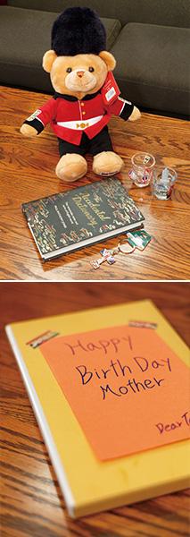 上:留学先での思い出にあふれた土産の品々/下:母親の誕生日ために、拓美さんが手作りしたフォトアルバム。拓美さんの優しい思いが伝わってくる