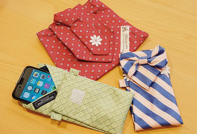 ネクタイで作ったポーチと携帯ケース