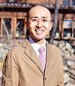 小関隆史 生長の家本部講師 1965年生まれ。京都精華大学美術学部(日本画)卒業。生長の家国際本部広報・クロスメディア部次長。生長の家アートスタジオ学芸員。