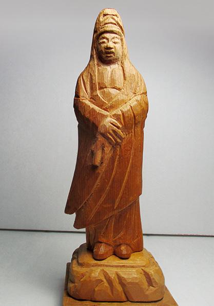 昭和60年に製作された「白衣観音像」(写真は筆者提供)
