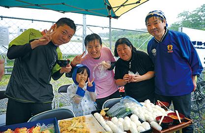 ゴール地点では、地元のお米や野菜を使った食事が提供された