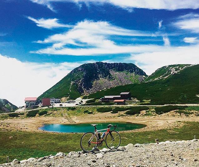 長野県と岐阜県の境にある乗鞍岳は、サイクリストに人気の山。行く道のりは厳しいですが、ぜひ一度チャレンジを!(写真は筆者提供)