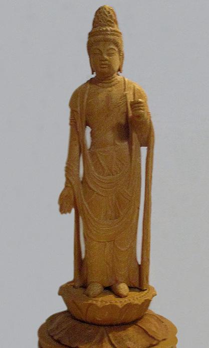 1988年に制作した「聖観音」。30年前に彫った仏像であるため、左手の持ち物(蓮華)が腐食して欠けている(写真は筆者提供)
