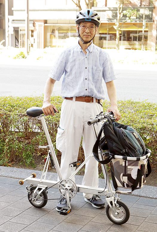 田上修(たがみ・おさむ)さん│66歳│福岡県新宮町 いつも、愛車「キャリーミー」で走っている田上さん。車輪は小さいが、スピードは普通の自転車と変わらない 取材/多田茂樹 写真/近藤陽介