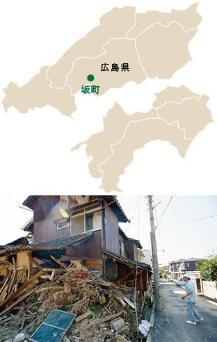 瓦礫と化した近所の家屋。その奥の家々も、1階部分は壊滅状態だった