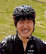 山下貴大(やました たかひろ) SNI自転車部員 大阪府寝屋川市在住。 ロードバイクとママチャリに乗っていて、最近ではSNI自転車部の仲間同士で琵琶湖や淡路島で旅をしている。最近はゆっくりサイクリングをするのが楽しみ。