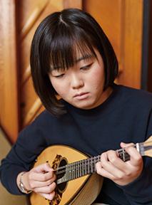 「最近はクラシック・ギターにも取り組んでみたいと思っています」