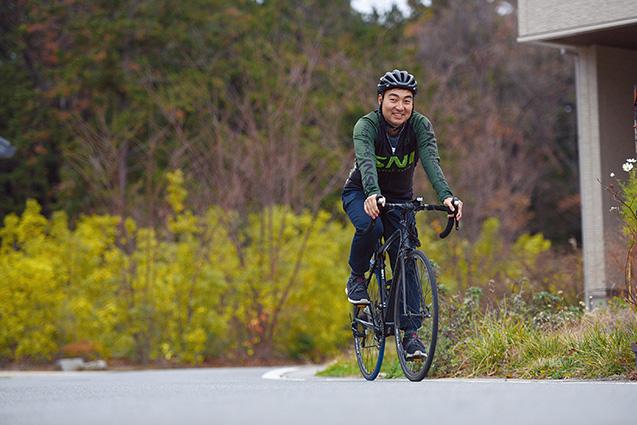 SNI自転車部のメンバーでもある中根さん。「ジテツウ(自転車通勤)をしている時に、結構いいメロディーが浮かぶんです」