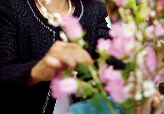 N.S.さん│名古屋市取材/久門遥香(本誌) 写真/永谷正樹 「今は、一年中さまざまな花がお店に並びますが、なるべくその時の旬の素材を使い、季節感を味わうように心掛けています」という