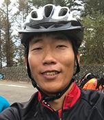 西手一幹(にして かつき) SNI自転車部メンバー 生長の家 奈良教区青年会 副委員長 有機農家で、仕事の合間にロードバイクで家の近くの峠を走っている。休日には、長いヒルクライムコースを含むロングライドもこなす。