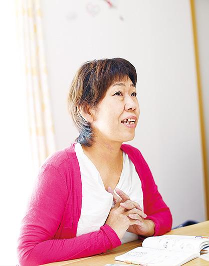 太田富美子(おおたとみこ)さん(51歳)大阪府 太田さんが生長の家の教えに触れたのは36歳の頃。当時は、夫婦不調和や流産のつらさなど、いつも悲しみの中にいたという。「その時、長年の友人が手渡してくれた『白鳩』誌で『神様は試練を与えない』という言葉を読み、感激で号泣したんです」