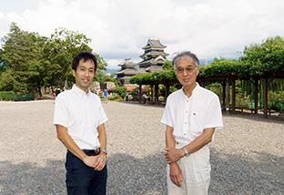 小出さんは、京都大学原子炉実験所助教を退官後、長野県松本市に転居。ここを拠点に、反原発の活動に取り組んでいる。後に見えるのは松本城
