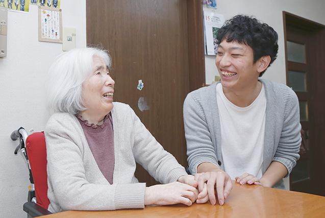 自宅で、祖母と