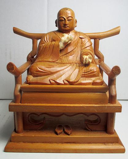 28年前に修復した弘法大師像(松村さん提供)