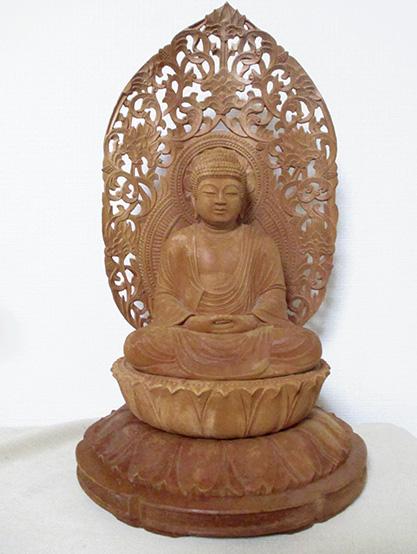 1989年に制作した像高18センチの「釈迦牟尼如来座像」(筆者提供)