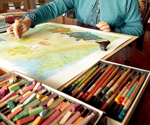 CYさん│65歳│沖縄県 「絵を描いていると雑念が消え、時間も忘れてしまい、まるで天国にいるみたいに楽しくなります。心の荷をおろせる時間ですね」 取材/磯部和寛(本誌) 写真/近藤陽介