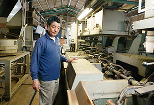 山平園│静岡県富士市 煎茶の製造工場で。多くの工程を経て煎茶ができあがる 取材/原口真吾(本誌) 写真/堀 隆弘