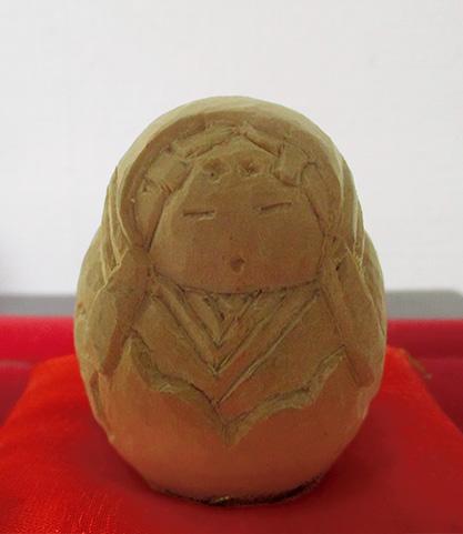 平成27年に制作した、像高10センチほどの「姫だるま」(筆者提供)