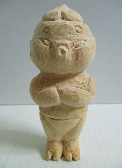 「風神のお像」(檜材、像長10センチ)。令和元年5月4日謹刻