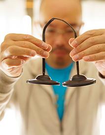 ヨガや瞑想を行う際に用いる楽器。鳴らすと澄んだ音が響く
