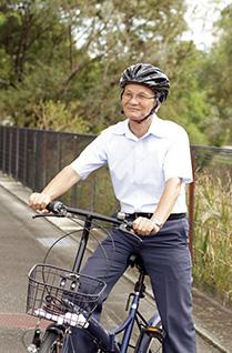 最近は、有志とともに自転車に乗って愛行に出かけているという