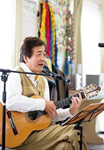 30回以上にわたって東日本大震災の被災地を訪れ、ミニコンサートを開いた
