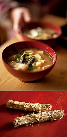 自家製のわら納豆(写真下)で作った納豆汁。ペースト状にした納豆を混ぜるのが山形流。具はセリ、キクイモ、塩抜きした塩蔵ワラビ、油揚げと、具だくさん
