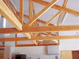 木の構造がそのまま見えるように、デザイン上の工夫がなされている