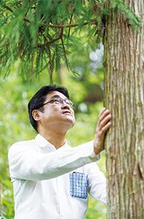 「樹木とハグすることによってストレスが解消するのは、既に実証されていることです」