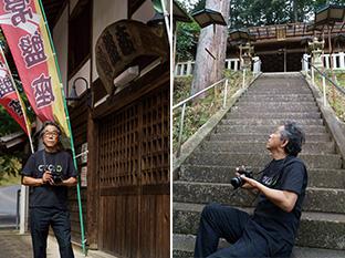左:中津川市高山地区にある芝居小屋「常盤座」の前で/右:常磐神社の石段で、ぴたっとくるアングルと構図を探る