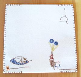 フェルトに刺繍をいれた手帳ケース