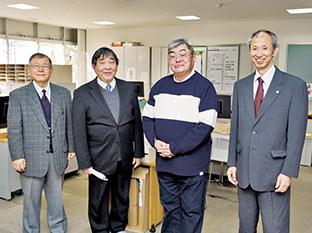 生長の家静岡県教化部で、長谷川千治・静岡教区教化部長(右端)や教化部職員の皆さんと
