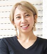 髙木あゆみ 学生時代から国際問題に関心を持ち、結婚・出産を経て「世界平和をめざすフォトグラファー」として、2014年「はちどりphoto」を立ち上げた。離婚を経験し、2019年6月〜9月、中東・欧州14カ国110日間の母娘旅を実施。