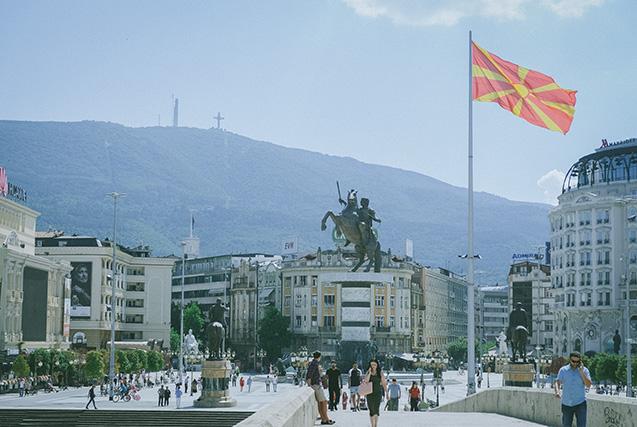 マケドニア広場。像はいくつあるでしょう?