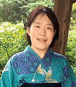 新宮郁美(しんぐう・いくみ) 東京都出身、京都府在住。令和元年12月、39歳で入籍。現在、夫と2人暮らし。ノーミート料理で野菜の皮まで利用し、ゴミを出さずに料理をするのを楽しんでいる。花の写真を撮るのも趣味。生長の家地方講師。