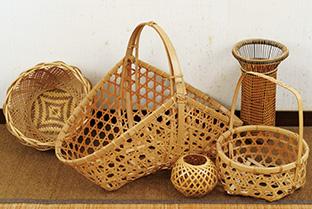 工房に通って技術を学び、竹を使って編んだ作品の数々